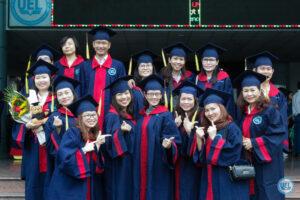 Đồng phục tốt nghiệp trường Kinh Tế Luật